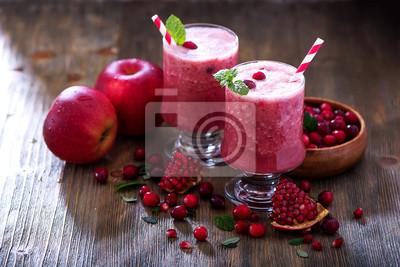 Smoothie de canneberge mélangée fraîche, juteuse boisson vitaminée saine