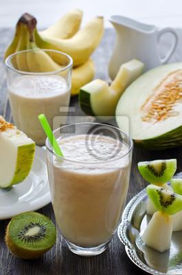 Smoothie fraîche et saine avec des fruits tropicaux