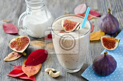Smoothie frais aux figues et noix de cajou horizontale