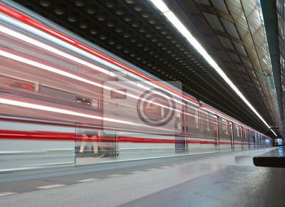 station de métro du public avec un train