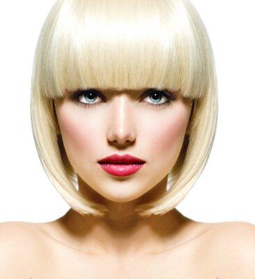 Image Stylish Fashion Beauty Portrait. Plan rapproché de visage de la belle fille
