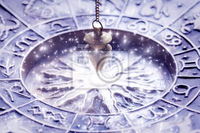 Image Symboles du zodiaque avec pendule magique, concept pour l astrologie  et la bonne 8bf74f2a6ed