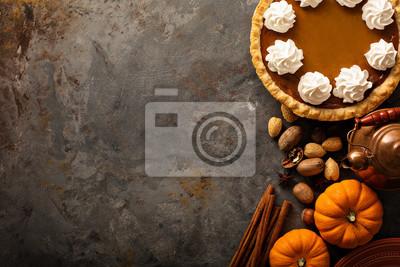 Image Tarte à la citrouille avec de la crème fouettée