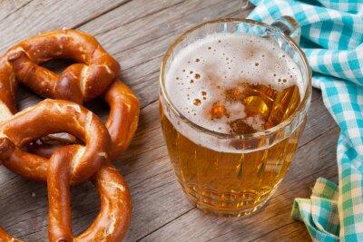 Image tasse de bière et bretzel