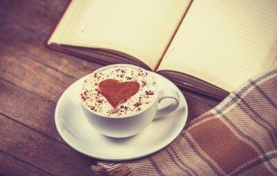 Image Tasse de café et livre avec un foulard