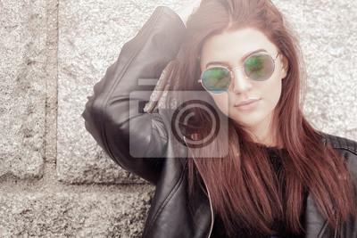 Image Tendance séduisante jeune femme portant des lunettes de soleil c4f5c12896fe