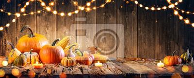 Image Thanksgiving Avec Des Citrouilles Et Corncob Sur La Table En Bois