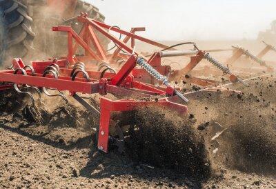 Image Tracteur préparant la terre