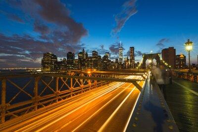 Image Trafic sur le pont de Brooklyn à New York au crépuscule