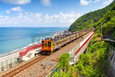 Image Train approchant de la gare de Duoliang à Taitung, Taiwan
