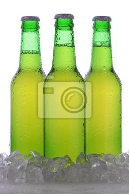 Trois bouteilles de bière verte