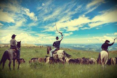 Image Trois cow-boys en voiture troupeau de chevaux, tonifiant, vignettage