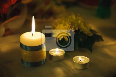 trois petites bougies de lumière. Holiday ambiance romantique et décor