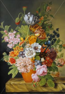 Image Tulipes et roses dans un vieux vase. Coquelicots, violettes, camomille, marguerites. La peinture. Nature morte.