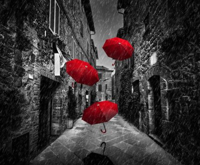 Image Umrbellas, voler, vent, pluie, sombre, rue, vieux, italien, ville, Toscane, Italie