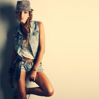 Image Une photo de la belle fille est dans le style de la mode