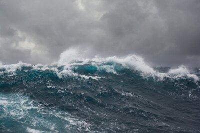 Image vague de la mer pendant la tempête dans l'océan Atlantique