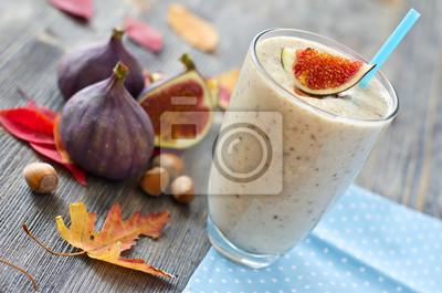 Variation de smoothie exotique saine aux figues et noix