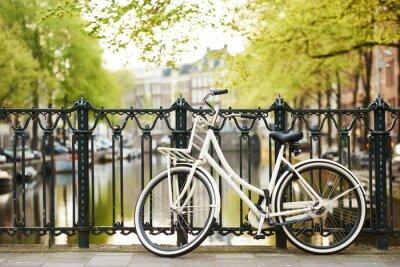Image Vélo sur la rue d'Amsterdam en ville