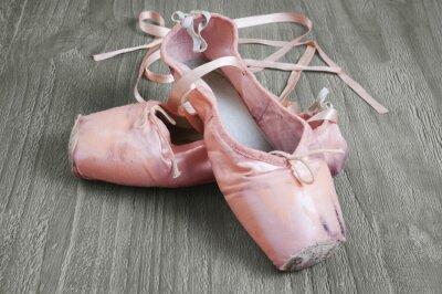 Image vieilles chaussures de ballet roses