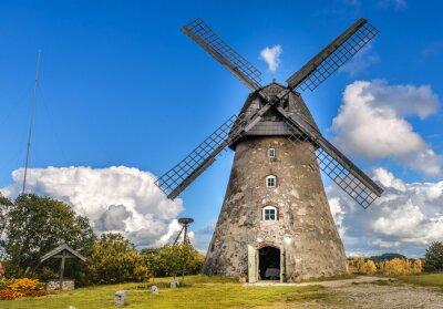 Image Vieux moulin à vent par journée d'été
