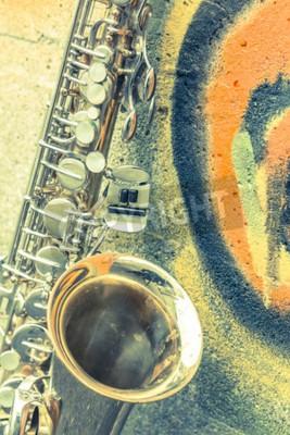Image Vieux, saxophone, se penche, contre, brique, mur, dehors, abandonné, jazz, club