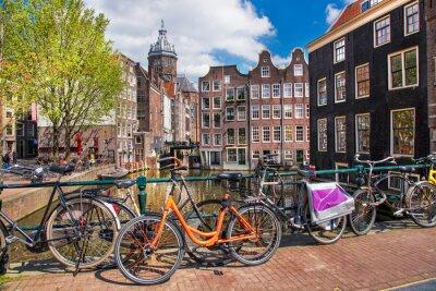 Image Ville avec les vélos sur le pont en Hollande Amsterdam