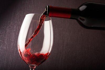 Image Vin rouge, Verser