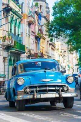 Image Vintage voiture américaine sur une rue dans le centre de La Havane