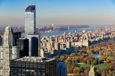 Image Vue aérienne de Central Park en automne avec Upper West Side à Manhattan, New York City. La vue comprend les gratte-ciel de Midtown, la rivière Hudson et le pont George Washington.