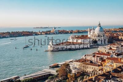 Image Vue aérienne panoramique de Venise depuis le campanile San Marco. Grand canal, basilique Santa Maria della Salute. Italie