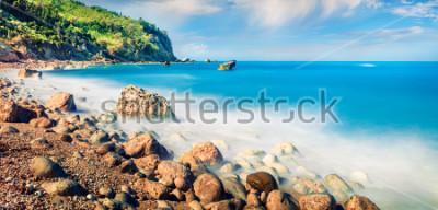 Image Vue panoramique du printemps de la plage d'Avali. Incroyable paysage marin du matin de la mer ionienne. Scène en plein air passionnante de l'île de Leucade, Grèce, Europe. Beauté de fond de co