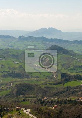 Vue panoramique sur les collines de la forteresse de Saint-Marin