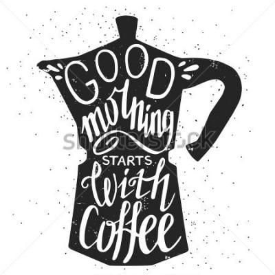 Image Affiche de typographie dessinée principale, carte de voeux ou impression avec silhouette de la cafetière et phrase en elle. «Bonjour commence avec café», citation de lettrage à la main.