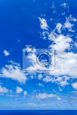 Image Ciel Bleu Outremer Et Nuages Au Dessus De La Mer