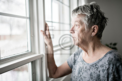 Papiers peints A sad lonely 70 years old senior in is apartment