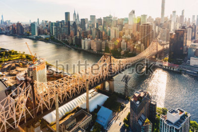 Papiers peints Aerial view of the Ed Koch Queensboro Bridge over the East River in New York City