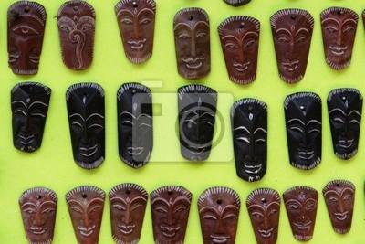 Affichage d'un masque en bois à vendre