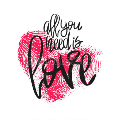 Papiers peints Affiche romantique avec coeur de lettres et d'empreintes digitales. Phrase manuscrite noire Tout ce dont vous avez besoin est amour et empreinte de pouce rose isolée sur blanc. Calligraphie modern