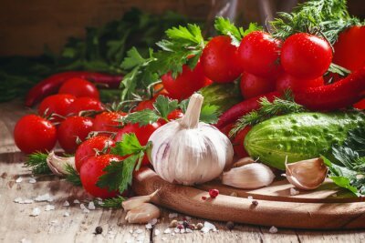 Papiers peints Ail frais, tomates cerises, concombre, piment, persil, di