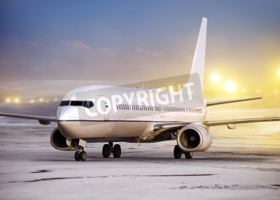 Papiers peints airport and white plane at non-flying weather, winter time