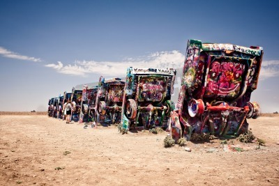 Papiers peints AMARILLO, TEXAS - JULY 10: Famous art installation of the old Cadillac cars on July 10, 2011 at Cadillac Ranch near Amarillo, Texas. It was created in 1974 by Chip Lord, Hudson Marquez and Doug Michel