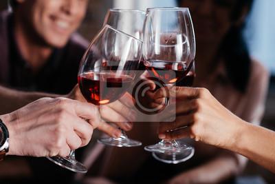 Papiers peints amis buvant du vin rouge