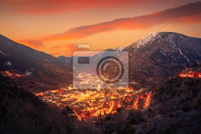 Papiers peints Andorra la Vella skyline au coucher du soleil, Pyrénées