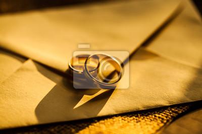 Papiers peints Anneaux d'or de mariage. Table de mariage.