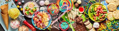 Papiers peints Assortiment de bonbons colorés et festifs et bonbons