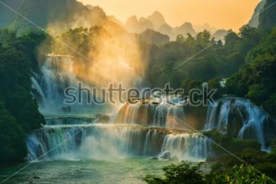 Papiers peints Bangioc - La cascade est située à la frontière de la Chine et du Vietnam, c'est la célèbre chute d'eau des deux pays. Il existe des services de bateaux touristiques à voir à proximité d