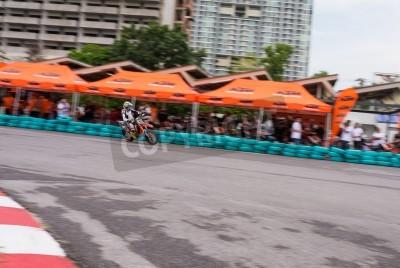 BANGKOK - MAI 18,2014: les coureurs non identifiés de vélo super-motard dans duc me KTM Track and Test de 2014 le 18 mai à Motor Sport Terrain, Bangkok, Thaïlande