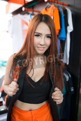 BANGKOK - MAI 18,2014: Unidentified Pit Babe dans duc me KTM Track and Test de 2014 le 18 mai à motorsports pays, Bangkok, Thaïlande