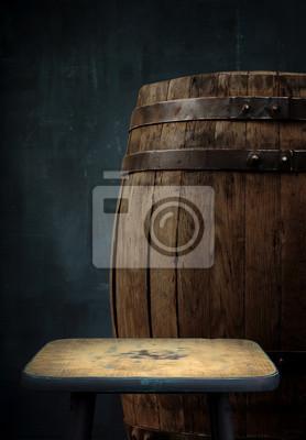 Baril de bière avec des lunettes sur fond en bois de table